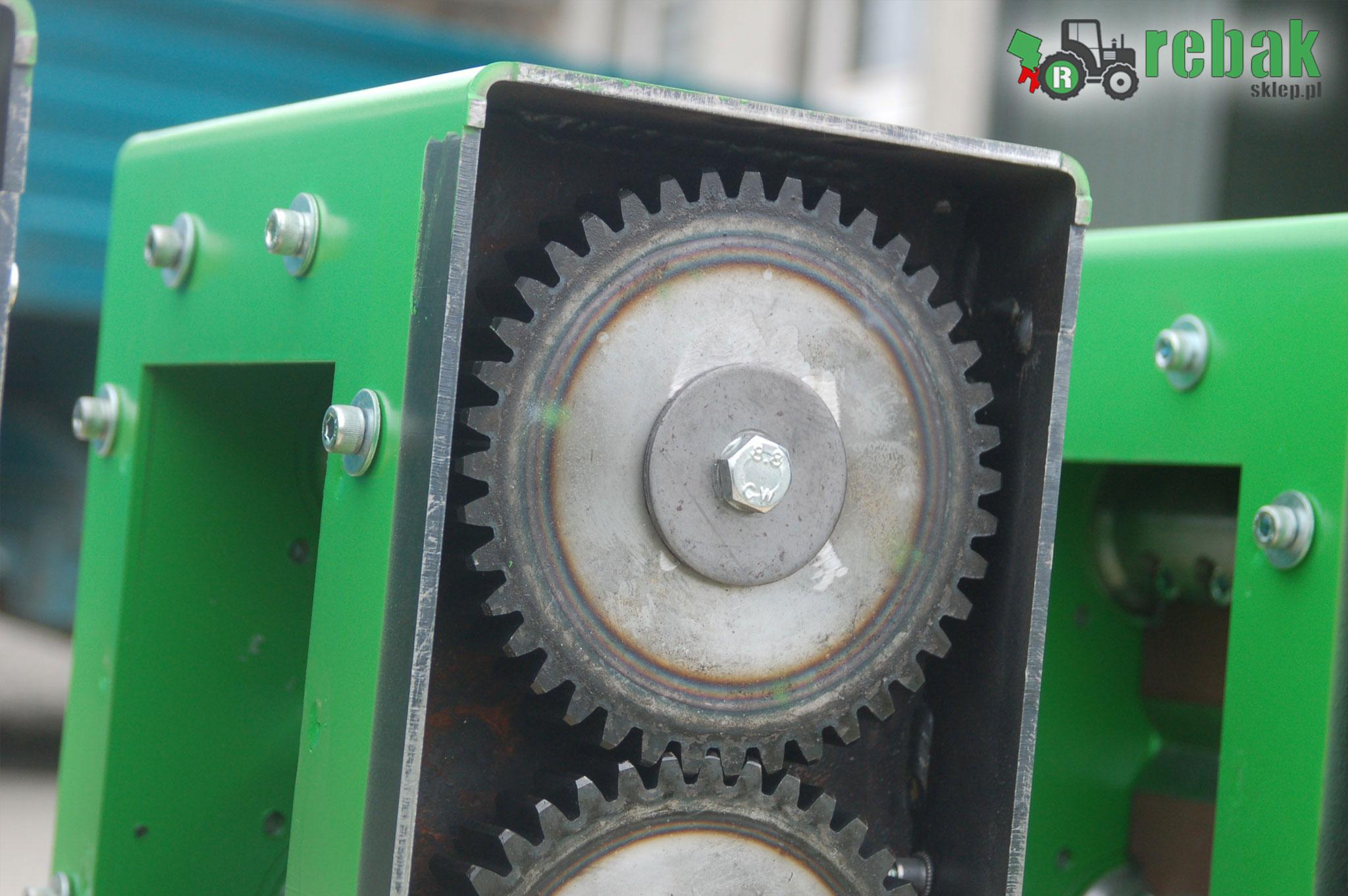rębak cena, rębaki 24 cena, rebak cena rebaki cena rebak rebaki sklep MetalCAD Rębak do traktora, rębak do ciągnika rozdrabniacz, rębaki do gałęzi wały robocze hartowane zębatki noże tnące HARDOX, WOM